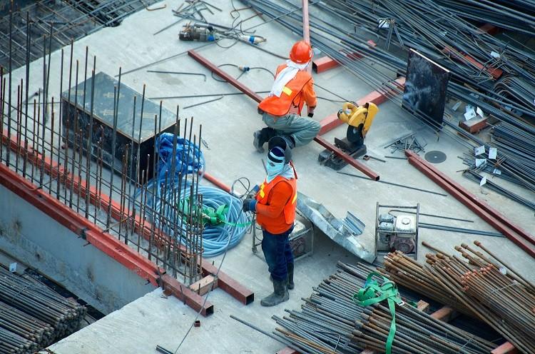 Jak wygląda praca geodety na placu budowy?