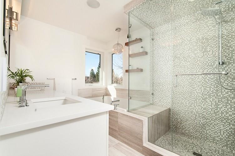 Nowoczesne Lustra Podświetlane Odmienią Wnętrze łazienki