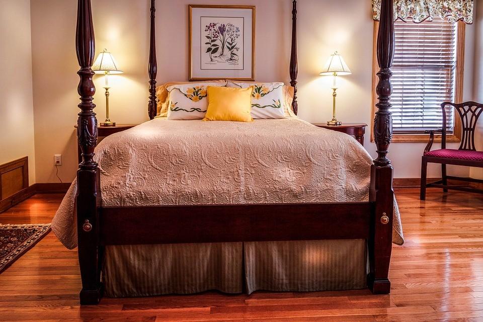 Kącik domowy. Narzuta na łóżko - detal robiący różnicę