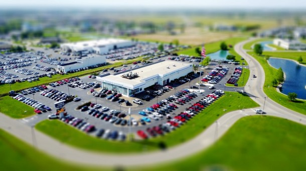 Jak wybrać odpowiedni parking przy lotnisku?