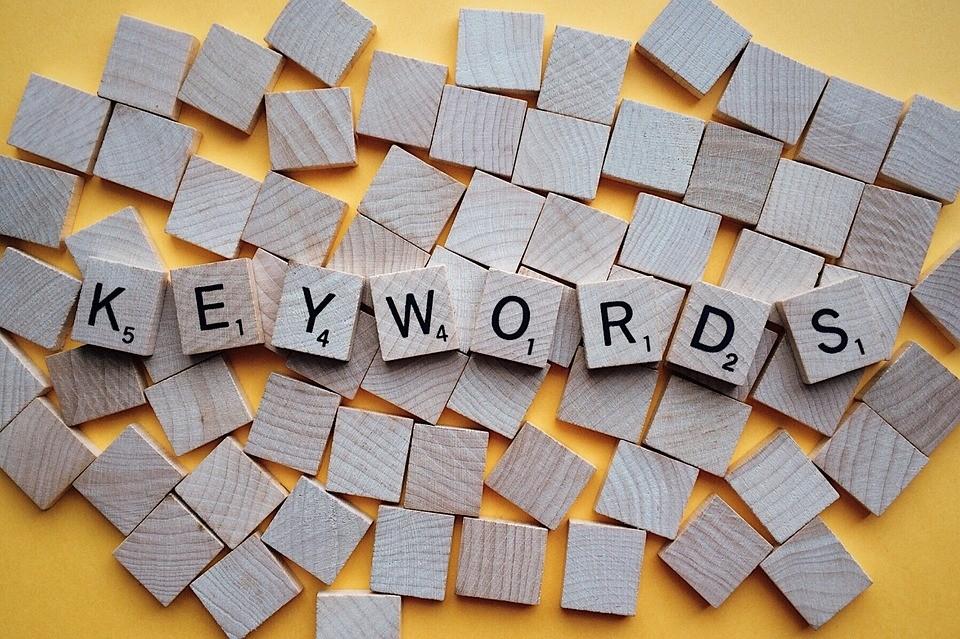 Poznaj moc słów – czym są słowa kluczowe?