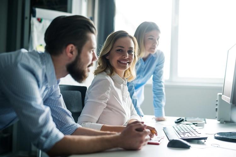 Praca w biurze – jak utrzymać zdrowie i samopoczucie na wysokim poziomie?