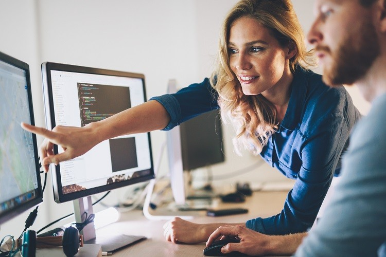 Konstruktywna krytyka w pracy – jak ją przyjąć?