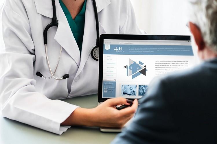 Oprogramowanie medyczne a kolejka do lekarza — czy ma wpływ?