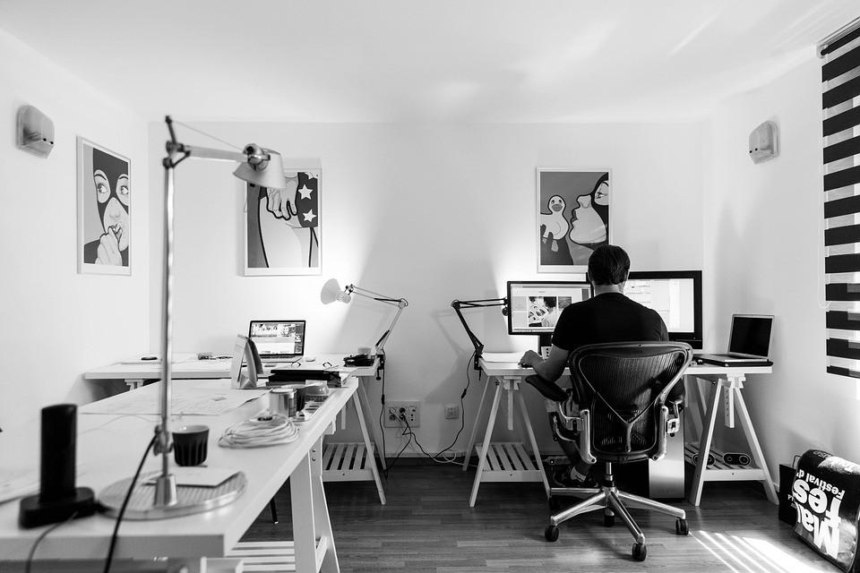 Meble do biura — jak wyposażyć biuro?