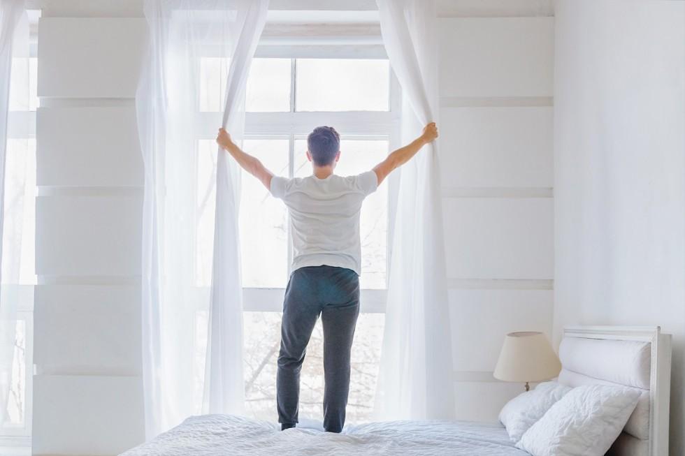 Jak wybrać firankę na wąskie okno?