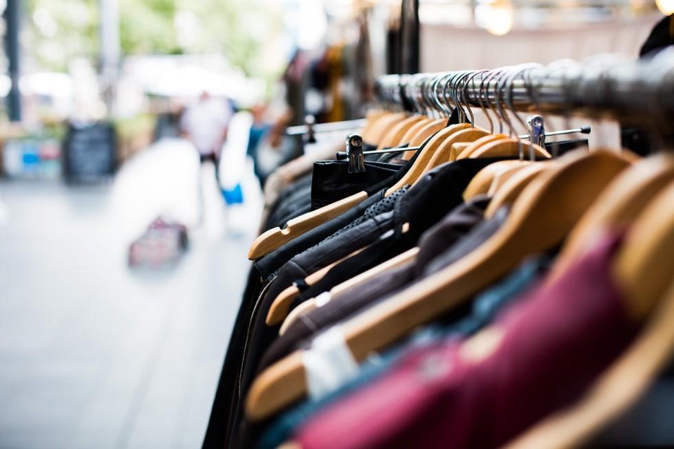 Kupujemy sukienkę – na co zwrócić uwagę w sklepie?