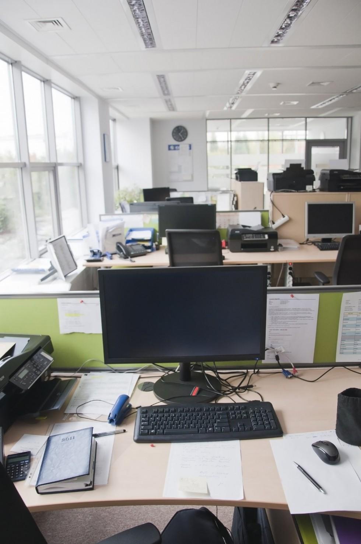 Zakup mebli biurowych – jakie błędy popełniamy najczęściej? Sprzedawca…