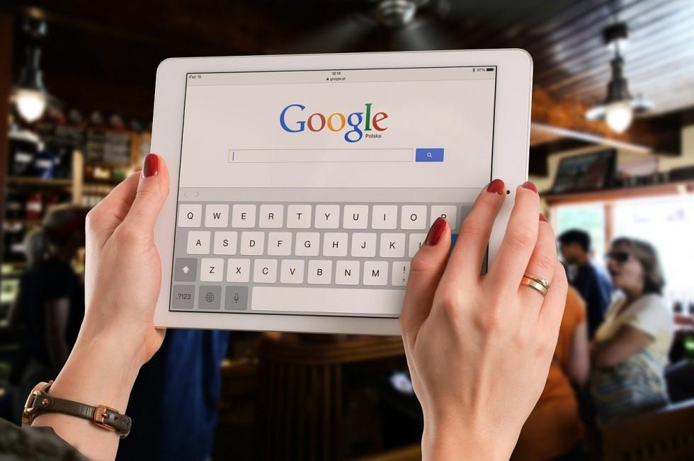 Reklama a zwykłe wyszukiwanie w Google – poznaj różnice