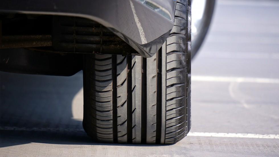 Jak odpowiednio dobrać opony dla konkretnej marki i modelu samochodu?