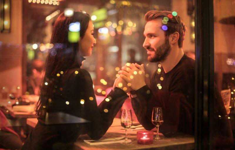 Stylizacja na randkę - jak się ubrać żeby czuć się modnie i swobodnie