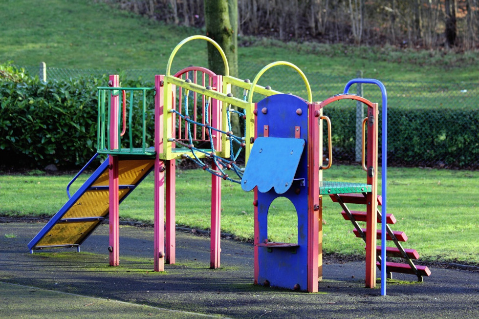 Czym kierować się przy wyborze placu zabaw dla dzieci?