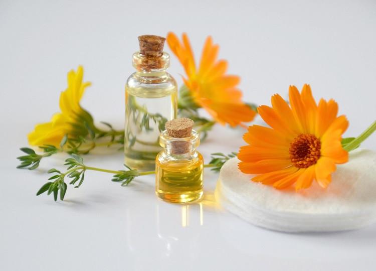 Surowce kosmetyczne – co warto wiedzieć o naturalnych składnikach preparatów?