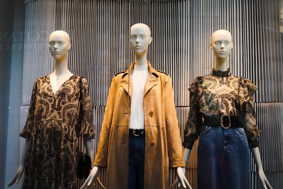 Manekiny sklepowe damskie – jakie są najlepsze do butiku?