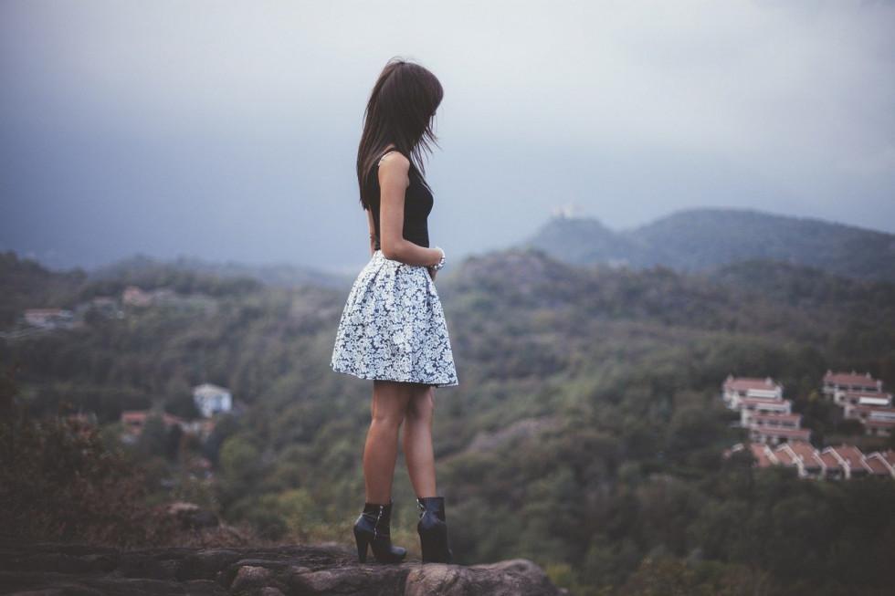 Spódnica maxi -jaką wybrać i z czym nosić?