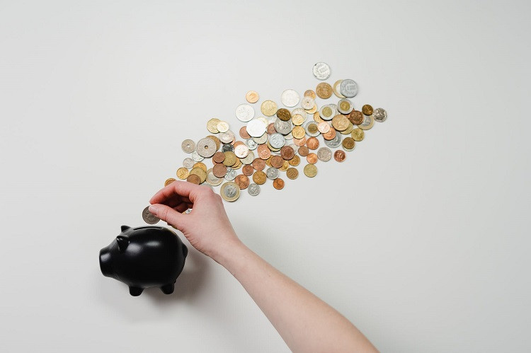 Szybki zastrzyk gotówki – czy warto brać pożyczki online?