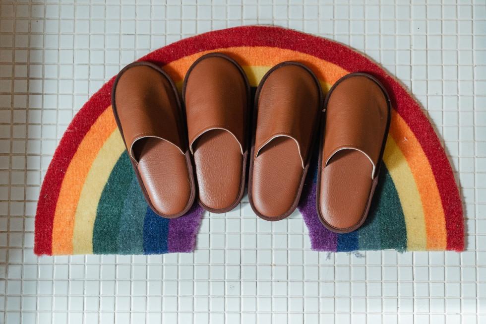 Klapki skórzane pełne – kiedy takie buty są dobrym wyborem?