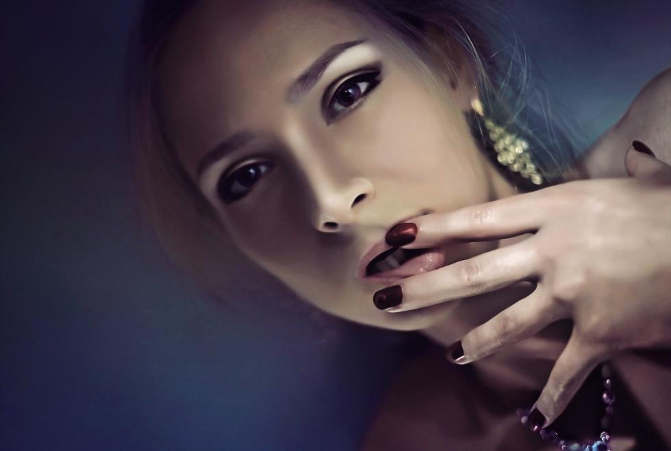 Hybrydy – co wyróżnia tą popularną formę stylizacji paznokci?