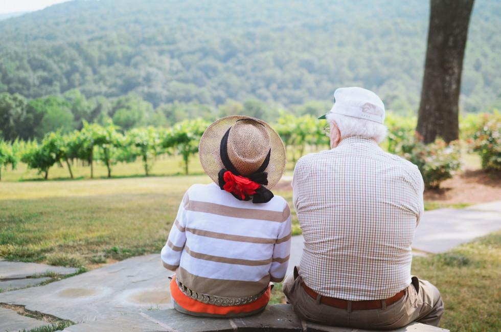 Opieka domowa dla osób starszych – poznaj to korzystne rozwiązanie