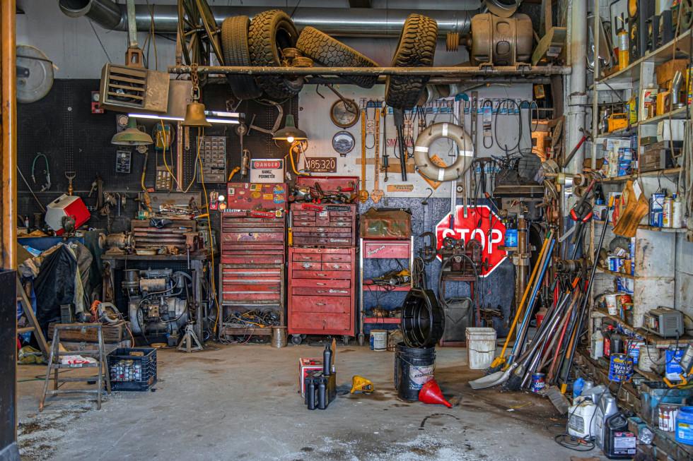 Przenośny agregat prądotwórczy – urządzenie, które przyda się w warsztacie