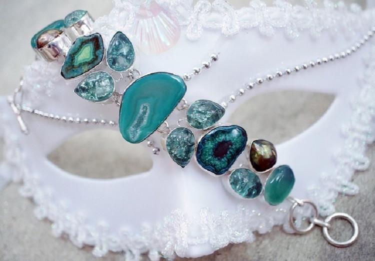 Bransoletki z kamieniami – z markazytami, cyrkoniami czy diamentami? Które…