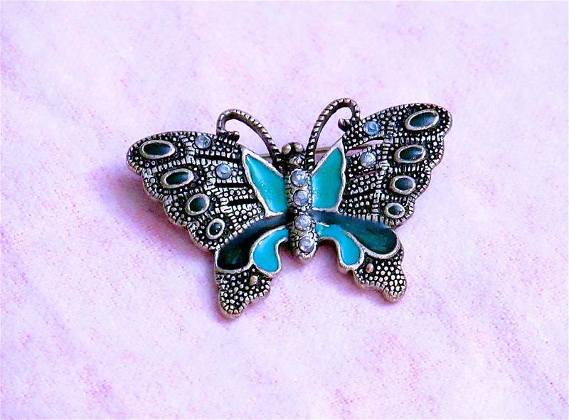 Broszka motyl – 3 extra porady na ich jej temat