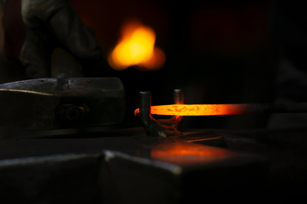 Metaloplastyka na zamówienie – kto wykonuje takie usługi?
