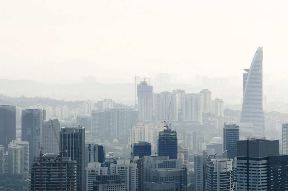 Which types of pollution should the air quality sensor detect?