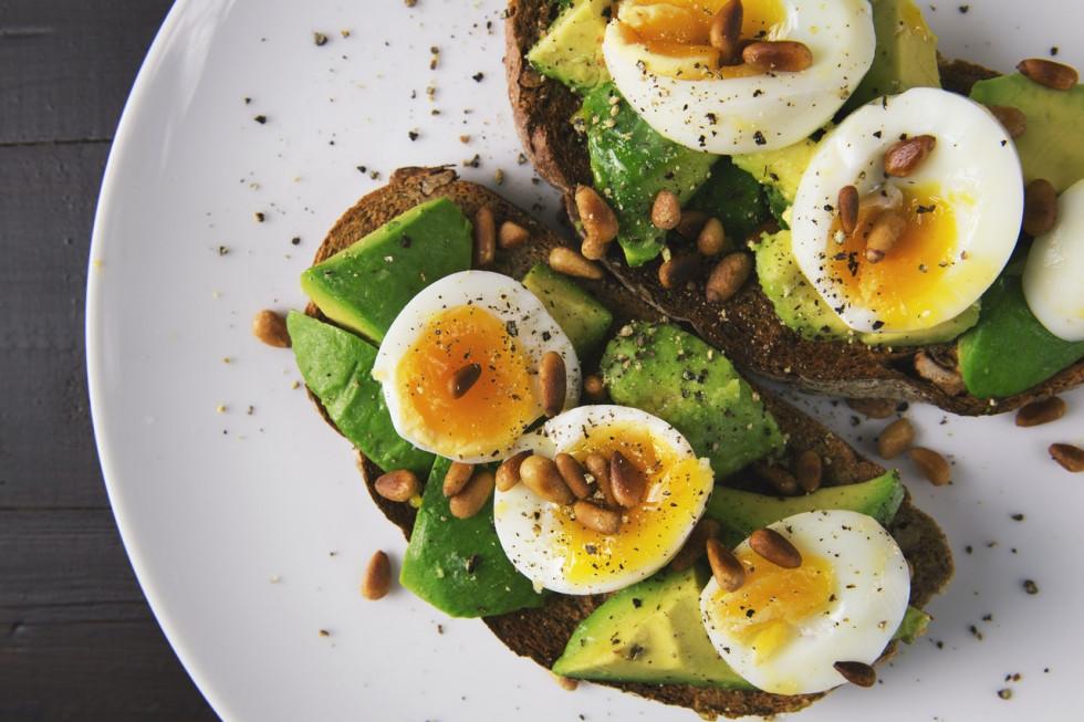Dlaczego i jak wybrać catering dietetyczny? Odpowiadamy na najczęstsze…