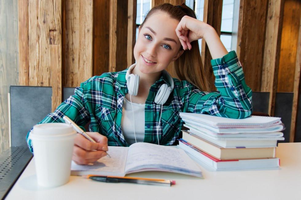 Wyposażenie szkół, klas szkolnych – jakie wybrać?