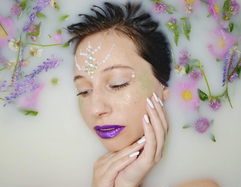 Woda srebrna do twarzy – co musisz wiedzieć o tym preparacie?