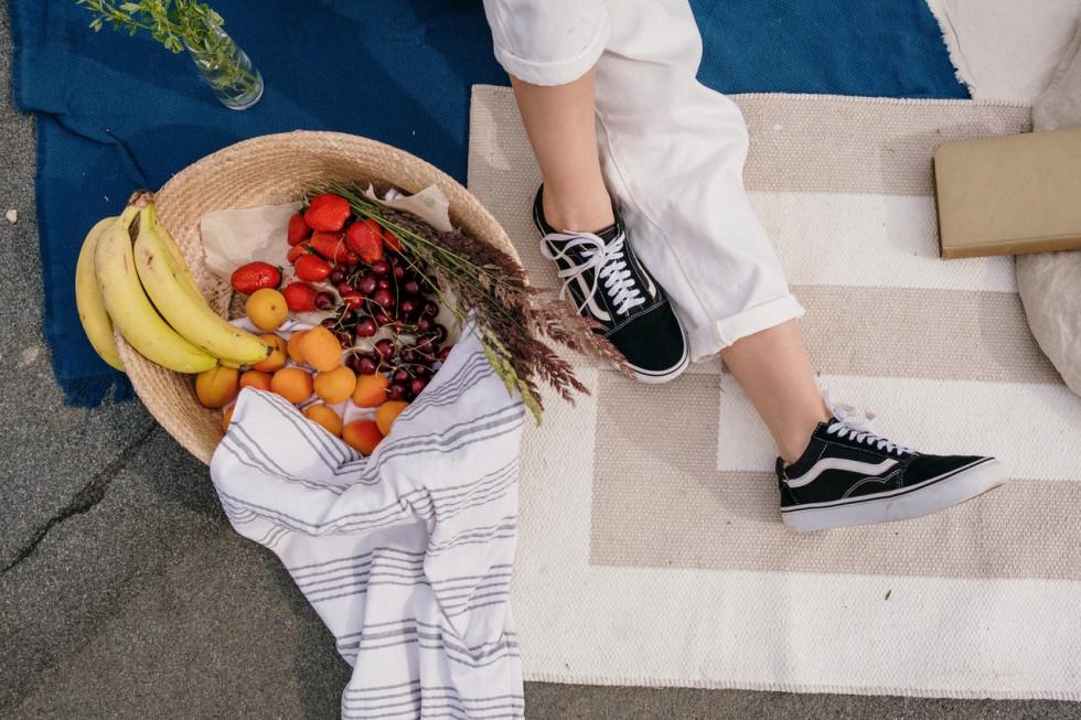 Buty tenisówki damskie a buty na obcasie – które są większym sprzymierzeńcem…