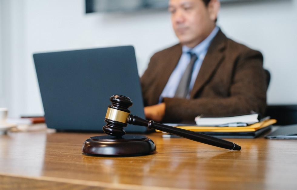 Dlaczego warto skorzystać z usług adwokata?