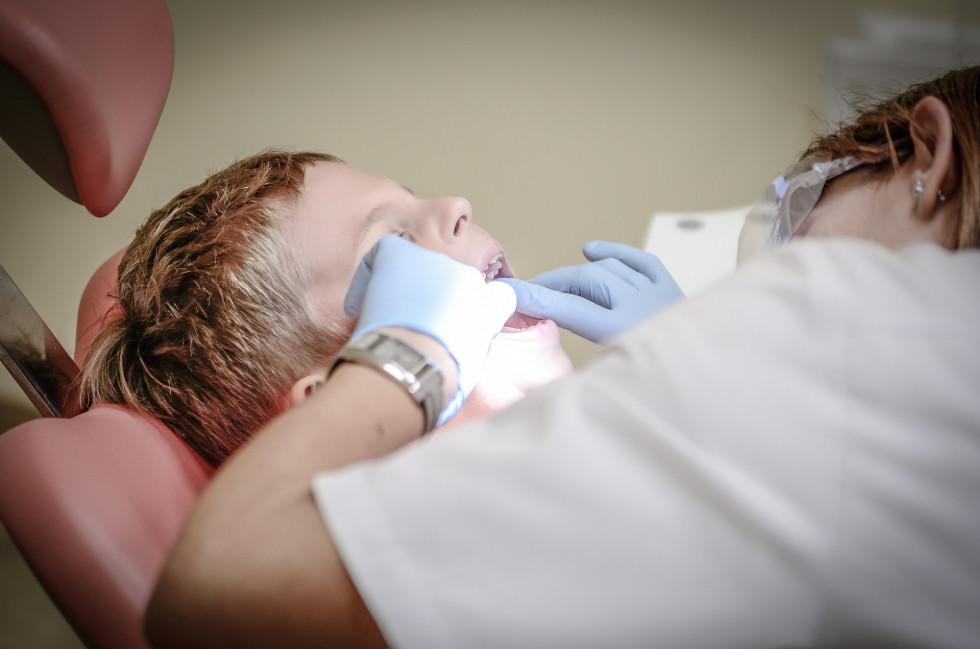 Czym zajmuje się pomoc stomatologiczna?