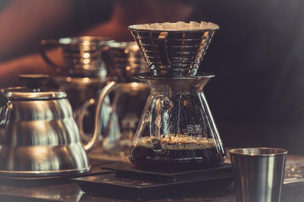 Jakie akcesoria i kawy oferują sklepy z kawą?