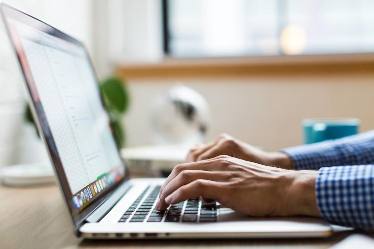 9 zasad bezpieczeństwa w Internecie [dla początkujących i średniozaawansowanych]