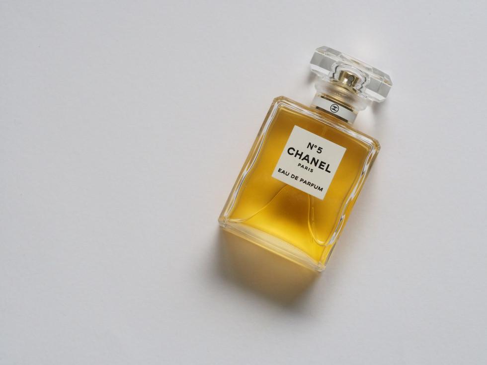 Jakie perfumy najlepiej kupić – na co zwrócić uwagę przy wyborze?